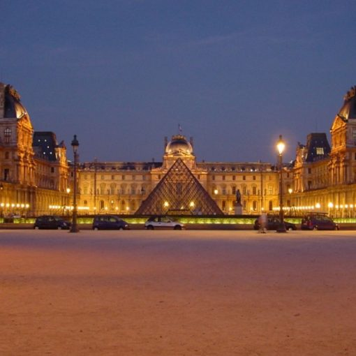 France-Paris-Louvre-at-night-centered-510×510