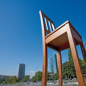 Switzerland-Geneva-Broken-Chair-Statue